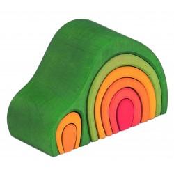 Casita de color verde con piezas para encajar de madera