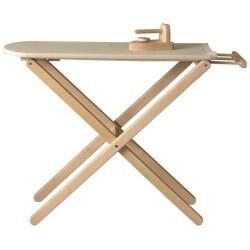 Tabla de planchar y plancha de madera