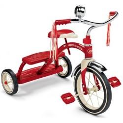 Clásico triciclo rojo de doble cubierta