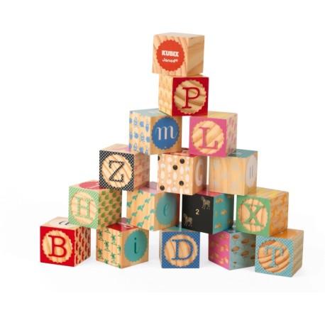 16 cubos de madera grabados con el alfabeto